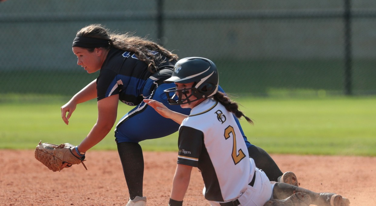 Photo for Softball Season Ends With Heartbreaking Loss in National Tournament